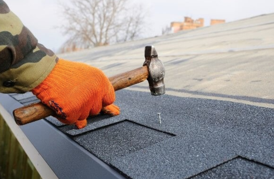 How Overland Park Roofing Companies Locate & Resolve Leaks